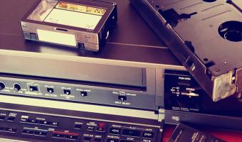 دستگاه ضبط تصویر VCR